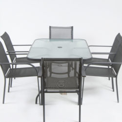 outdoor setting table and 6 chairs
